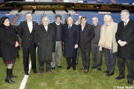 Mujica, Sendic (h), Casal y Florentino Pérez en el Bernabeu.