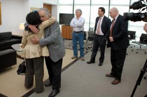Mujica abraza a Reynoso