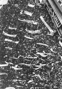 Foto panorámica parcial del Primer acto público del FA: 26 de Marzo de 1971