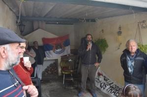 Hugo Etcheverry dirigiéndose la público presente
