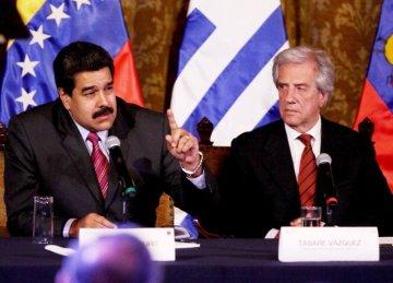 el-presidente-venezolano-nicolas-maduro-izq-gesticula-ante-su-colega-uruguayo-tabare-vazquez-foto-de-archivo-_794_573_1395510